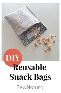 Make reusable snack bags for your zero-waste snacks on the road Snack Bags, Recycled Fabric, Fabric Scraps, Zero Waste, Refashion, Snacks, Lifestyle, How To Make, Diy