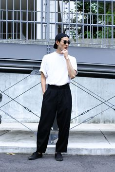 Love these mens fashion 14558 Normcore Fashion, Look Fashion, Fashion Outfits, Fashion Design, Monochrome Fashion, Minimal Fashion, Japanese Street Fashion, Street Fashion Men, Tennis Fashion