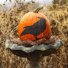 Turn a birdbath into a fall pumpkin display! More pumpkin decorating ideas: http://www.midwestliving.com/homes/seasonal-decorating/pumpkin-decorating-projects/page/16/0