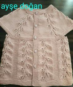 This Pin was discovered by Ayl Baby Sweater Patterns, Easy Knitting Patterns, Knitting For Kids, Knitting Designs, Baby Knitting, Baby Pullover Muster, Knitted Baby Cardigan, Hand Knitted Sweaters, Baby Sweaters