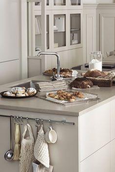 Diy Interior, Interior Exterior, Kitchen Interior, Interior Design, Swedish Kitchen, Scandinavian Kitchen, Scandinavian Interior, Dining Area, Kitchen Dining