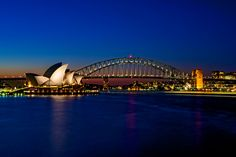 Vista da Opera House e da Sydney Harbour Bridge, dois clássicos de Sydney, na Austrália (foto: Jason James/Flickr-Creative Commons)