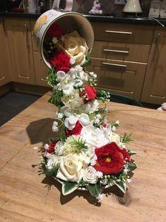 Basket Flower Arrangements, Christmas Flower Arrangements, Christmas Centerpieces, Christmas Decorations, Tea Cup Art, Tea Cups, Floating Tea Cup, Globe Crafts, Teacup Crafts