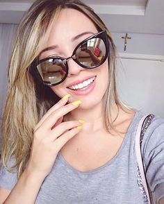 Primeira selfie de 2017, bem despojada, largada no sorriso e com um esmalte bem discreto do jeito que amo HAHA ✌️ Mas na REAL tô aqui pra chamar vocês para um BATE PAPO SOBRE METAS E PROJETOS AO VIVO  BORA JAAA PAPEAR?? Se ainda não é inscrito se inscreve no canal ( pode usar o login do face) e já já entro ao vivo com vocês, 1 minutooooo: www.youtube.com/c/tacielealcoleaa  [postado via #nextelhappy ]