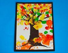 Árvore de Outono pintada com impressões digitais