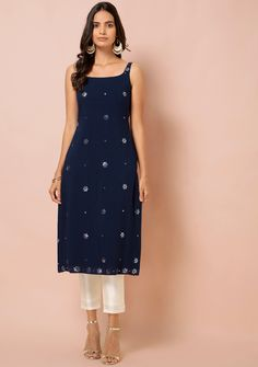 Casual Indian Fashion, Indian Fashion Dresses, Dress Indian Style, Indian Designer Outfits, Girls Fashion Clothes, Fancy Dress Design, Stylish Dress Designs, Designs For Dresses, Simple Kurti Designs