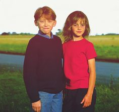 Rupert Grint (Ron Weasley) and Emma Watson (Hermione Granger). Hermione Granger, Harry Potter Hermione, Harry Potter Characters, Harry Potter Love, Harry Potter Universal, Harry Potter World, Draco Malfoy, Severus Snape, Hogwarts