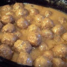 French Onion Meatballs - Mix 1 pkg dry onion soup - mix 2 can Cream of Mushroom soup - 1 package dry French Onion soup - 1 can(s) water. Place 2 pounds cooked frozen meatballs (or make your own). Cook on low heat for about 4 to 6 hours o Meat Recipes, Slow Cooker Recipes, Crockpot Recipes, Cooking Recipes, Drink Recipes, Cooking Games, Dinner Crockpot, Onion Recipes, Gourmet