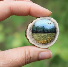 Tiny Needle Felted Landscape Brooches From Lil Fish Studios – Felt jewelry - - Needle Felted Animals, Felt Animals, Wet Felting, Needle Felting, Felt Pictures, Colorful Pictures, Crochet Amigurumi, Felting Tutorials, Felt Brooch