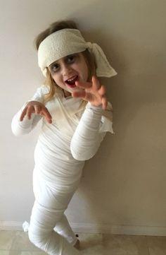 Mummy Costume … imagenes assustadoras Ghost Costume Kids, Sully And Boo Costume, Halloween Costume Contest, Halloween Costumes For Girls, Halloween Kids, Family Costumes, Diy Costumes, Mummy Costumes, Maquillage Halloween
