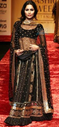 In Sabyasachi Ghagara - Sabyasachi. In another life, when I am a princess, I want this. In another life, when I am a princess, I want this. India Fashion, Ethnic Fashion, Asian Fashion, Women's Fashion, Bridal Fashion, High Fashion, Indian Look, Indian Ethnic, Indian Style