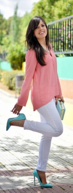 Gorgeous zara white jeans with top sleeve coral blouse and mint clutch and high heels nude pumps the best summer/spring street style outfits Image source Coral Shirt Outfits, Coral Blouse, Heels Outfits, Casual Outfits, Cute Outfits, Mint Shoes Outfit, Blue Shoes, Turquoise Clothes, Turquoise Heels