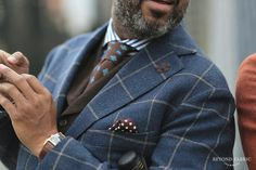 gentlemenwear: Emit a luxurious and cozy feel by Gentlemen Wear This Mens Fashion Blog, Mens Fashion Suits, Mens Suits, Fashion Styles, Men's Fashion, Gentleman Mode, Gentleman Style, Dapper Gentleman, Sharp Dressed Man