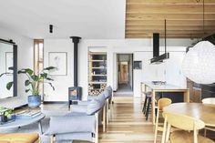 Wooden Box House / Moloney Architects | ArchDaily