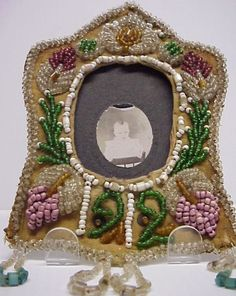 1912 IROQUOIS BEADED PHOTO FRAME