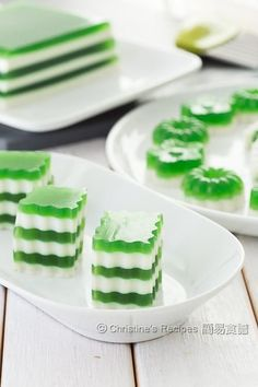 Pandan-Coconut Layered Agar Jelly These would be cool in coconut and lime too! Thai Dessert, Vietnamese Dessert, Jelly Desserts, Asian Desserts, Mousse, Jello Recipes, Dessert Recipes, Puddings, Gourmet