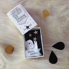 Pour envoyer vos voeux de nouvelle année à vos proches, adoptez ce joli ourson et sa carte pop-up.