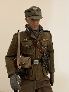 German Uniforms, Military Figures, Axis Powers, European History, Toy Soldiers, Ww2, Diorama, Weapons, Military Jacket