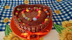Benvenuti su Spettegolando.it. Per il diciassettesimo compleanno di mia sorella Rosa, ho realizzato una torta che potesse esprimere il mio amore che