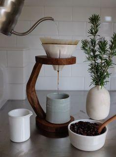 Kaffeefilter in Holzständer