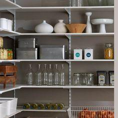 regal f r vorratskammer simpel mit diesem regalsystem. Black Bedroom Furniture Sets. Home Design Ideas