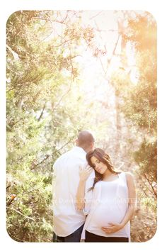 maternity photography, bright, outdoors maternity pictures