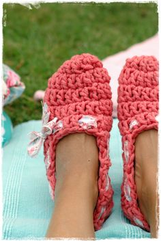 crochet slippers,... I think I'd fall in my butt wearing these but ill try it!!