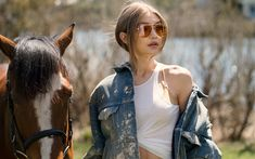Download wallpapers 4k, Gigi Hadid, 2018, photoshoot, horse, beauty, supermodels