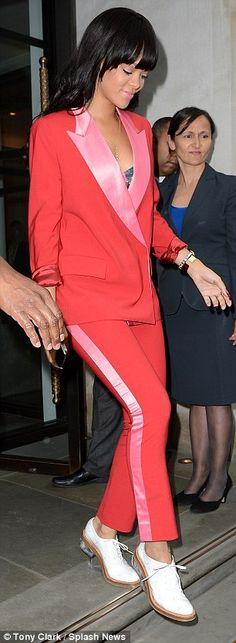 Smart Rihanna - And she don't stop!