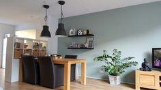 Ikea Hektar lamp en kleur Earl Dew op de muur.