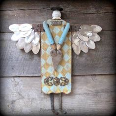 Spoon junk angel is the third assemblage angel I've created using rusty and not so rusty found bits and pieces. With Spoon Angel, it's all about the wings. Shutter Angel, Garden Angels, Angel Crafts, Found Object Art, Junk Art, Assemblage Art, Angel Art, Wood Angel, Recycled Art