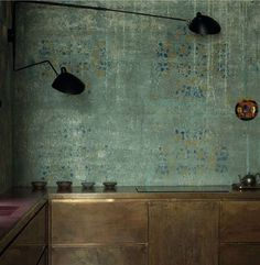 Beautiful wall surfaceKitchen by architect Alessandro Giudici. Светильник…