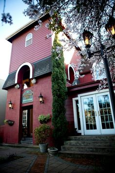 Excelsior Inn & Ristorante - Yum, and not far from Zenon Cafe - Double Yum