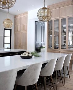 The Forest Modern Christmas Home Tour: The modern Kitchen - The House of Silver Lining Farmhouse Style Kitchen, Modern Farmhouse Kitchens, Home Decor Kitchen, Interior Design Kitchen, Interior Decorating, Kitchen Ideas, Decorating Ideas, Farmhouse Sinks, Decorating Websites