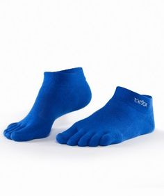 Toesox Perf Dry Ultralight Ankle Blue Medium UltraSport by ToeSox. $10.00. Looking for a sock thin enough for your new minimalist shoes? Then the new ToeSox UltraLite socks are for you! These new socks are durable enough to take anything you can throw at them while still being thin enough for minimalist shoes. They allow to you to sense terrain changes and alter your foot falls accordingly. Also featuring a vector heel for optimal fit, an arch band for support, and ToeS...