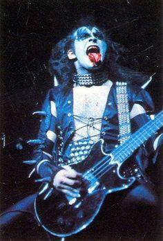 Kiss Pictures, Love Gun, Hot Band, Gene Simmons, Photo Art, Black And White, Nfl Football, Demons, Music