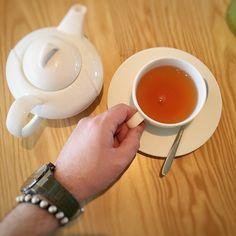Wir wünschen euch frohe Ostern #teatime #tee #ostern #froheostern #nuena #nuenahamburg #auszeit #wearehh #hamburg #schmuck #männerschmuck #makramee #armband #shamballa #925ersilber #kennethcole #armbanduhr #uhr