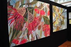 This week I will put up a few photos that I took at the AQC last week. I only wish that I took more photos that featured the name of the qu. Australian Flowers, Australian Art, Textile Fiber Art, Textile Artists, Voss, Landscape Art Quilts, Flower Quilts, Fall Quilts, Applique Quilts