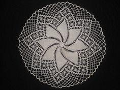 Pinwheel Doily pattern by Coats & Clark