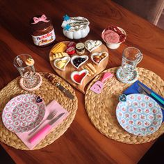 Cathkidston breakfast Food Table Decorations, Decoration Table, Breakfast Presentation, Food Presentation, Brunch, Table Arrangements, Food N, Kitchen Decor, Table Settings