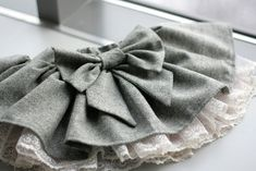 LOVE this skirt—the bow, the gathering, the lace ... LOVE.
