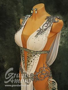 Efficiency dress and dancing attires features on-trend styles for all genres of dance. Belly Dance Outfit, Belly Dance Costumes, Ballroom Dancing, Ballroom Dress, Carnival Outfits, Fantasy Dress, Belly Dancers, Rave Outfits, Dance Dresses