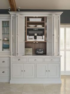 Kitchen Remodeling: Choosing Your New Kitchen Cabinets - Kitchen Remodel Ideas Kitchen Dresser, Kitchen Cabinet Styles, Kitchen Furniture, Kitchen Storage, Kitchen Cabinets, Kitchen Larder Cupboard, Soapstone Kitchen, Wall Cupboards, Kitchen Countertops