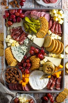 Making a Simple Cheese Board - How to Make a Simple Charcuterie Board You are in the right place about healthy recipes Here we off - Plateau Charcuterie, Charcuterie And Cheese Board, Charcuterie Platter, Cheese Boards, Meat Platter, Holiday Appetizers, Appetizer Recipes, Thanksgiving Appetizers, Thanksgiving Decorations