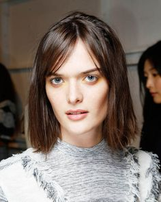 Hier haben wir einen weiteren Look für feines Haar: Dieser Long Bob von Model Sam Rollinson eignet sich perfekt für glatte Haare. Voraussetzung: glattes