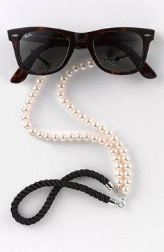 Glam pearl eyewear chain