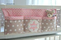....♥ Ich verkaufe hier eine liebevoll genähte Bett Tasche mit 3 einzelnen Fächern Man hat am Bettchen immer was zu verstauen (Flasche, Spielzeug, Nuckel, Babyphone...) In dieses Utensilo passt...