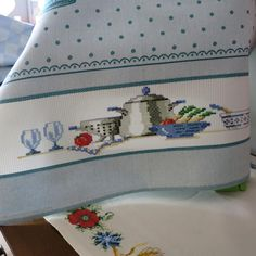 Embroidery Fashion, Cross Stitch Embroidery, Colored Pencils, Diy And Crafts, Projects, Ideas, Tablecloths, Bath Linens, Old Cards