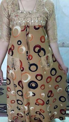 خياطة و تفصيل – Communauté – Google+ Dress Neck Designs, Kurti Neck Designs, Blouse Designs, Girls Night Dress, Night Gown Dress, African Fashion Dresses, African Dress, Cotton Long Dress, Boho Fashion Summer