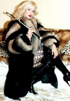 White Women, Sexy Women, Fur Fashion, Womens Fashion, Fox Fur Coat, Fur Coats, Fur Clothing, Madame, Gorgeous Women